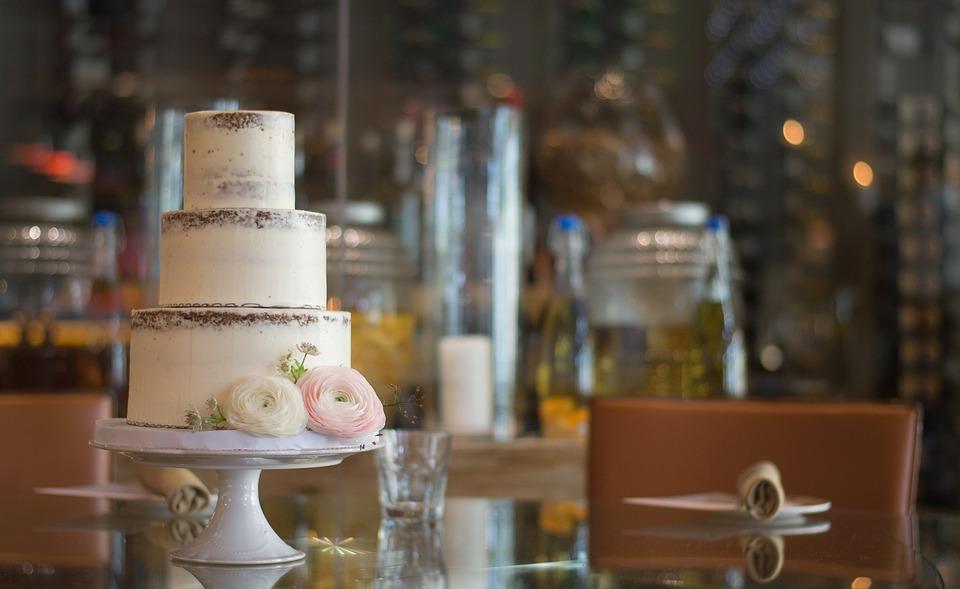 autumn wedding cake trends